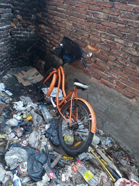 Una de las bicicletas que fueron vandalizadas.