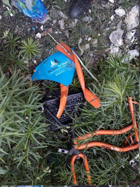 Una de las bicicletas vandalizadas.