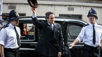 El actor se pone en la piel de un político inglés gay que termina involucrado en un escándalo en los años setenta.