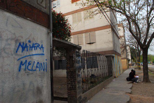 Monoblocks. Los Abregú viven en el Fonavi Parque Oeste y los investigaron por la muerte de Naiara Rissi.