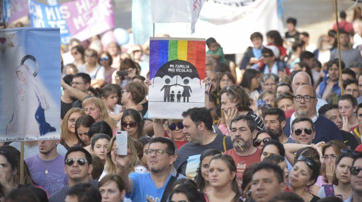 Cientos de rosarinos se manifestaron en contra la educación sexual de género