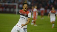 Con toda la furia. Oviedo hizo su primer gol con la camiseta rojinegra.