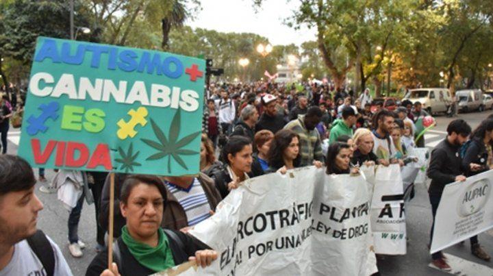 Lucha. La utilización de cannabis medicinal ha sido bandera de varias marchas en Rosario.