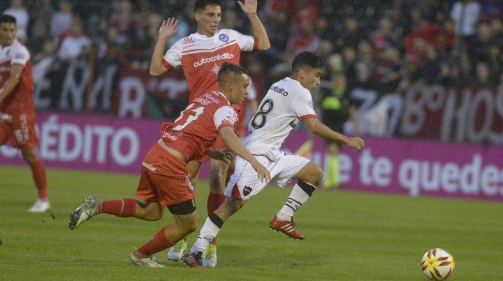 Joaquín Torres volvió a ser desequilibrante esta noche en el ataque leproso. Al juvenil solo le faltó el gol.