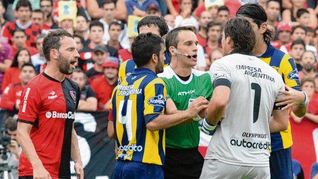 Canallas y leprosos opinan sobre el árbitro.