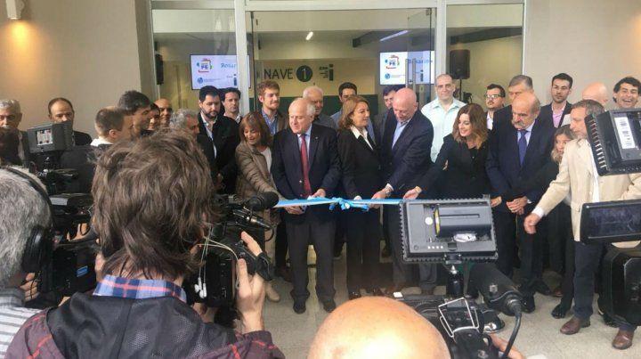 El gobernador junto a la intendenta en la inauguración del nuevo sector del polo tecnológico.