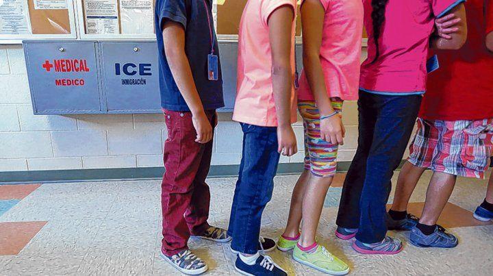 Reprochable. Niños centroamericanos separados de sus progenitores viven en albergues transitorios de EEUU.