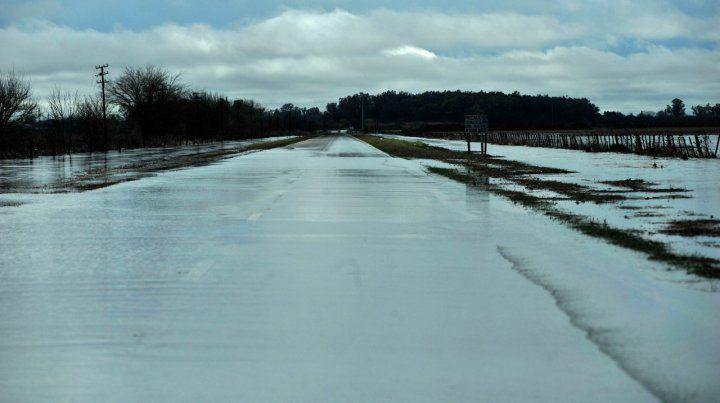 Cortaron la ruta 33 en Casilda por acumulación de agua de la lluvia