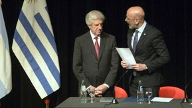 Honoris causa. Vázquez fue homenajeado por el rector de la UNR.