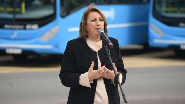 Mónica Fein durante la presentación de las nuevas unidades para la línea 128.
