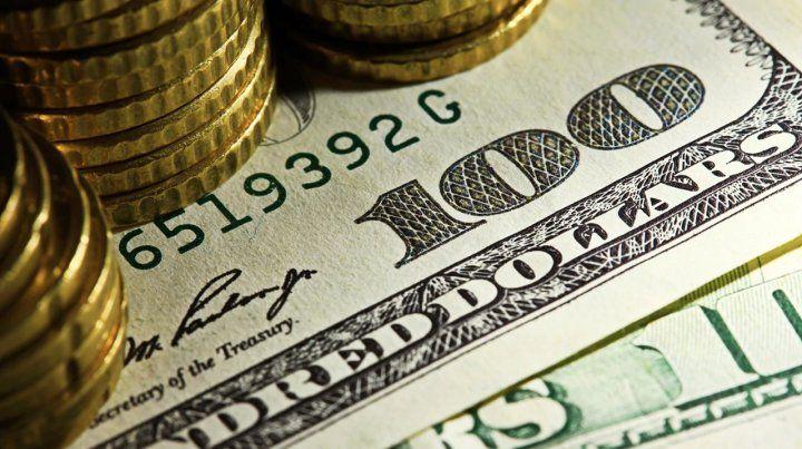 El dólar sigue en retroceso y en el mes ya bajó 11,7 por ciento