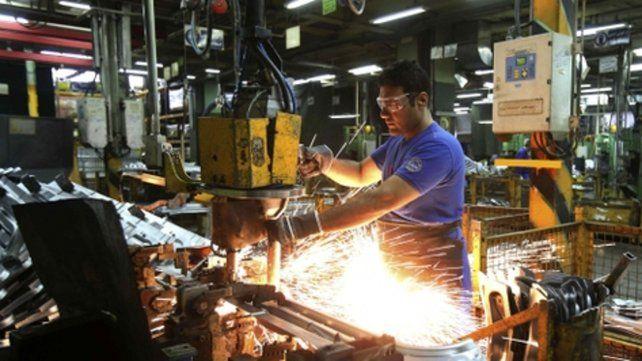 Descenso. La producción industrial cayó fuerte en la provincia.
