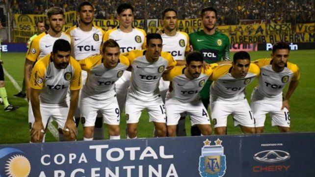 Tanto en el partido contra Almagro como contra Talleres utilizó camiseta blanca con vivos amarillos.