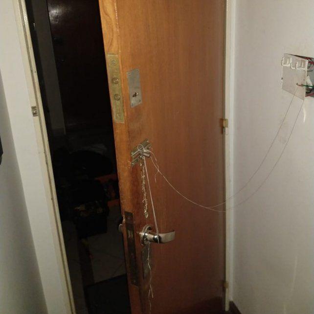 El dispositivo que había montado en la puerta.