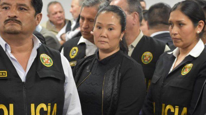 Fujimori pasó la noche en la sede del Poder Judicial de  Perú después de que un juez le dictara 36 meses de prisión preventiva.