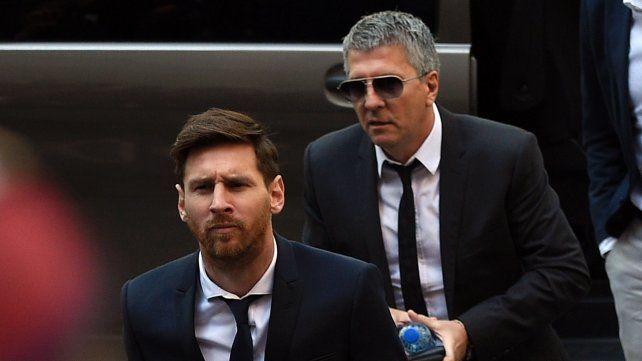 Messi y su padre fueron imputados por presunto lavado de dinero en su Fundación