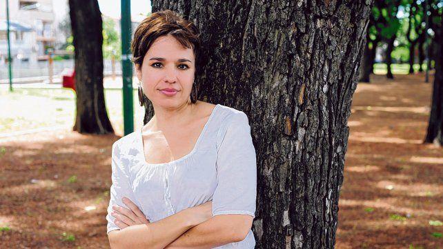 En los trece cuentos de la recientemente editada por Tusquets El amor es una catástrofe natural Betina González vuelve a pulsar las cuerdas de su prosa para inquietar y conmover a los lectores.