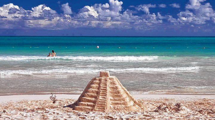 Legado Maya. La ciudad de Cancún está ubicada en el extremo noreste de la península de Yucatán