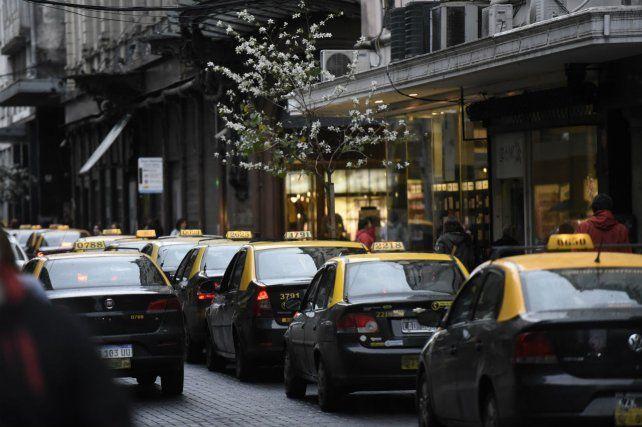 En regla. Los taxistas buscan erradicar la competencia desleal.
