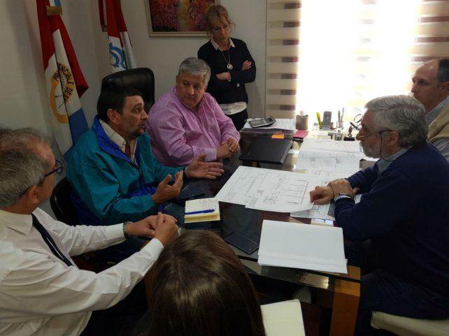 Reunión. El jefe comunal González