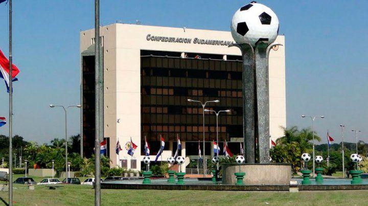 En Paraguay. El tribunal de la Conmebol decidirá el destino de Gallardo.