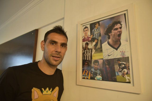 Germán tiene un cuadro en el que se refleja el paso por los distintos clubes a lo largo de su carrera.
