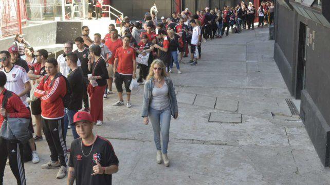 Los fanáticos de Newells acudieron en masa al Parque.