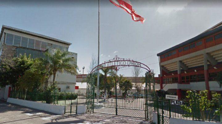 Asesinan de cuatro balazos a un joven en el club Unión, tras el partido ante Patronato