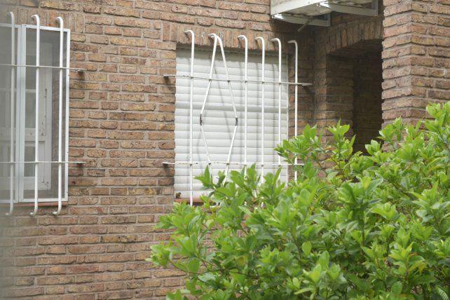 Forzados. Los hierros de la ventana por la que entraron los ladrones.