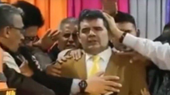 A Olmedo lo bendijo un pastor y se cayó el escenario
