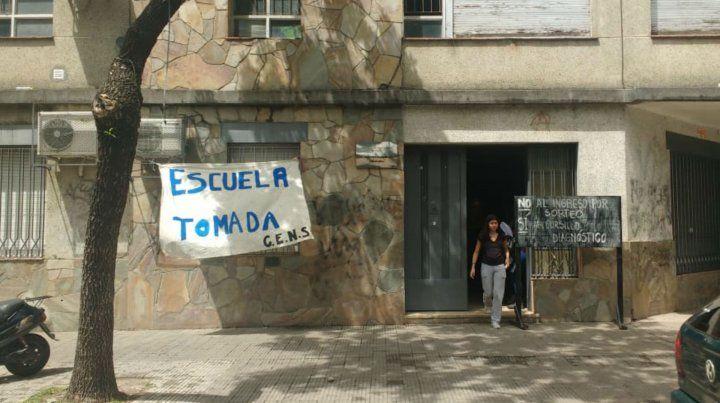 Estudiantes realizan una toma simbólica en la Nigelia Soria