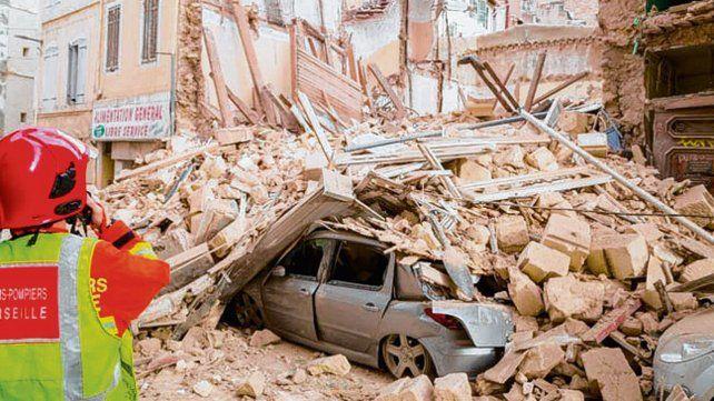 Los viejos edificios se desplomaron ayer en la calle Aubagne.