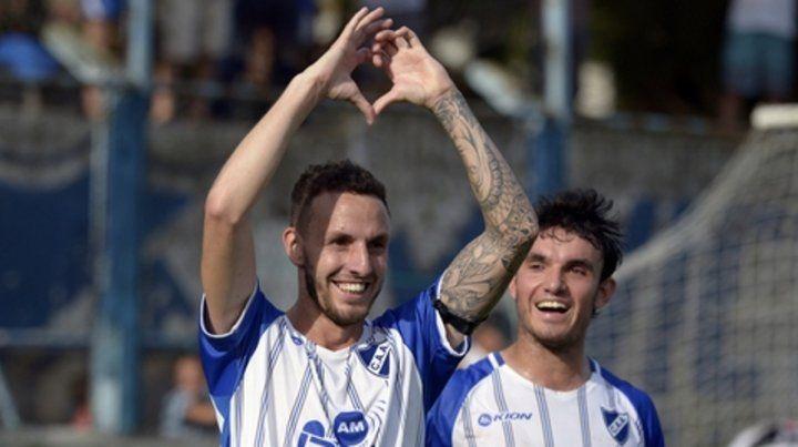 Con el corazón. Camafreita dedica su gol de penal