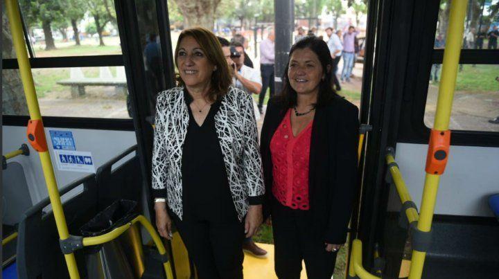 La intendenta Fein junto a la secretaria de Transporte Mónica Alvarado.