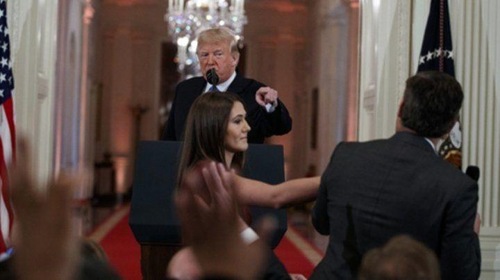 Intransigente. Trump se molestó por una pregunta y ordenó quitarle el micrófono a un periodista de CNN.
