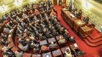 En diciembre. Diputados y senadores votaron la ley de modo unánime, sin debate y en el mismo día.