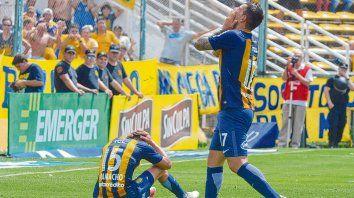 Mala pata. Herrera y Camacho (sentado) se lamentan por una ocasión desperdiciada. El canalla no pudo ganar ante Colón.