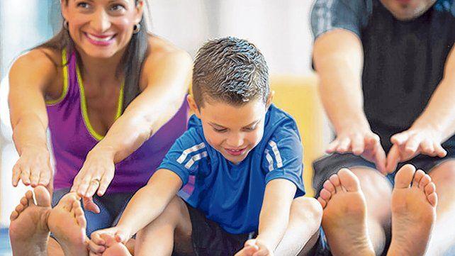 En acción. Hacer ejercicios en familia y cuidar la dieta es una manera de controlar la diabetes.