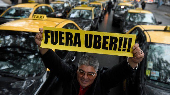 Festejan los taxistas: la legislatura porteña aprobó la ley antiUber