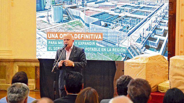 Apertura de sobres. El gobernador presidió la ceremonia de arranque de la nueva etapa de la millonaria obra.