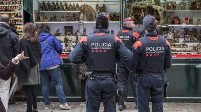 Los Mossos dEsquadra (policía catalana).
