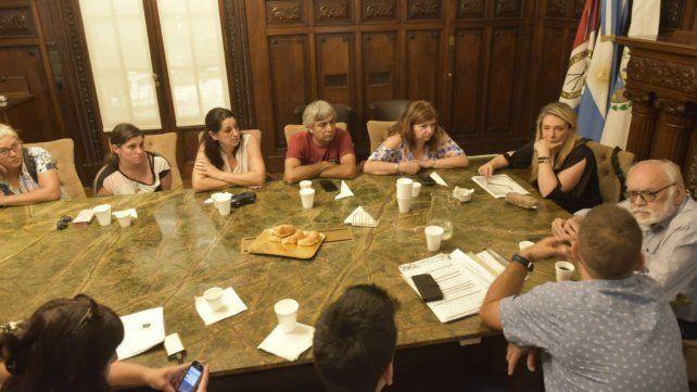 Los padres de los chicos damnificados estuvieron hoy en el Palacio Vasallo.