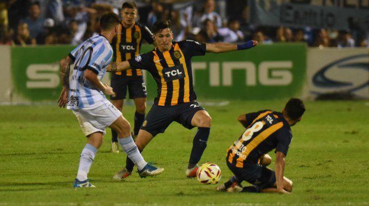 Alfonso Parot le mete presión a San Román en la salida del Decano.