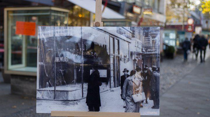 Imagen de un negocio judío en Berlín destruido en 1938. El mismo lugar