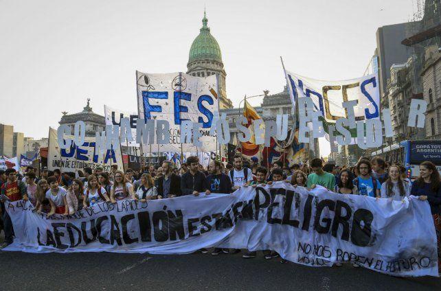 El gobierno de May busca que los británicos no se acerquen a las grandes protestas que se planean.