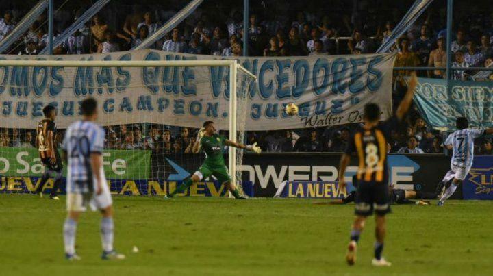 Lo liquidó. El Pulga Rodríguez aprovechó un yerro defensivo canalla y decretó el 2 a 1 en Tucumán.