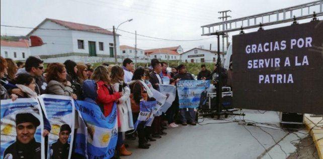 Recordación. Acto de los familiares en Ushuaia