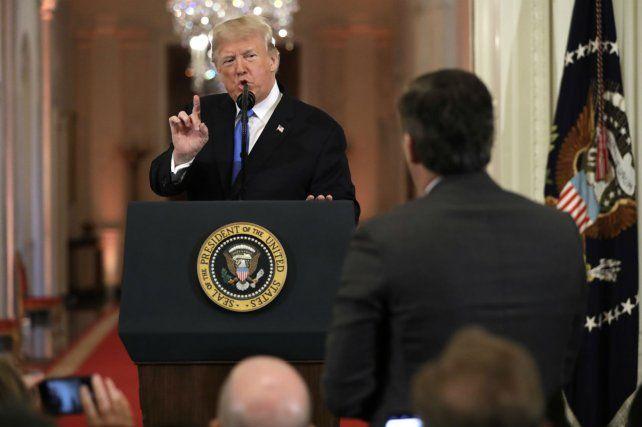 Controversial. El presidente mantiene una de sus acaloradas discusiones con algunos medios de prensa.