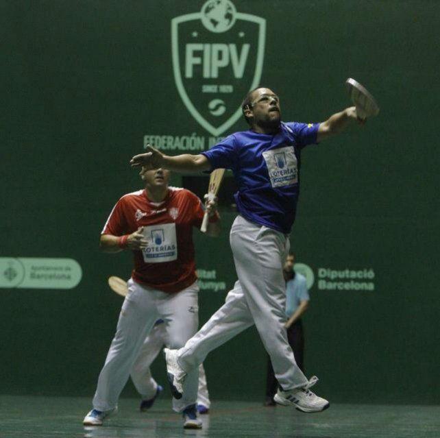 En su mundo. Marito Basualdo hizo camino al jugar y hoy es el máximo referente santafesino de pelota.
