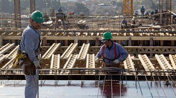 Manos a la obra. La región enfrenta un mercado laboral que se achica y atraviesa una profunda crisis.